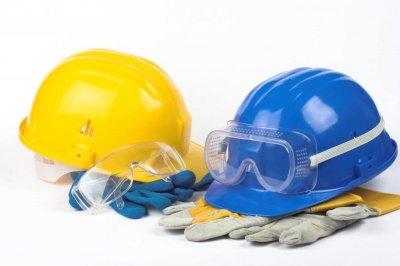 Schutzhelm, Schutzbrille und Schutzhandschuhe für den Arbeits- und Gesundheitsschutz